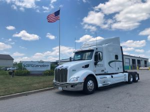 used 2018 peterbilt 579 class 8 semi truck for sale drivers side front