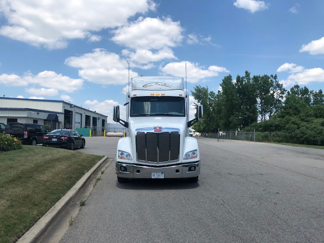 used 2018 peterbilt 579 class 8 semi truck for sale from front