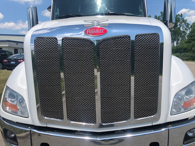 used 2018 peterbilt 579 class 8 semi truck for sale front grille