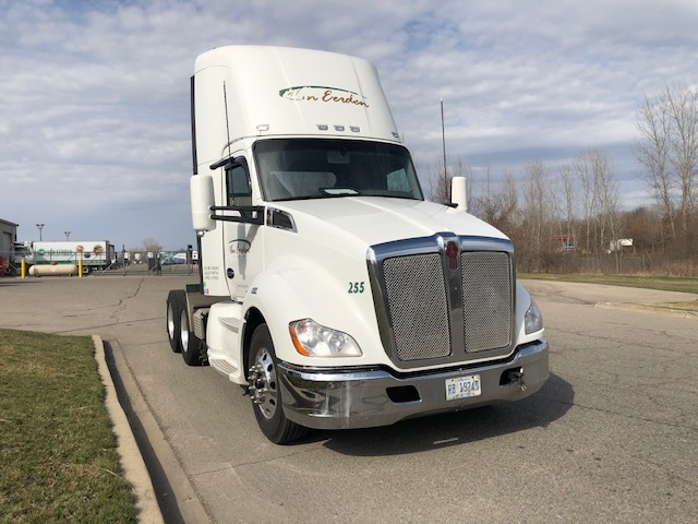 used 2015 kenworth t680 day cabs 002